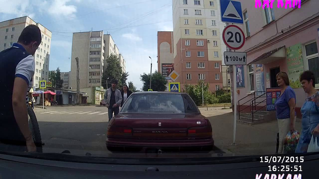 Неожиданный пьяный велосипедист в Смоленске