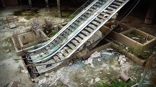 Inside America's dead shopping malls | Dan Bell