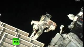 Смотреть онлайн Выход и работа космонавтов в открытом космосе