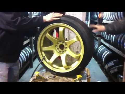 Stretching 225/40/18 on 18x9.5 wheels