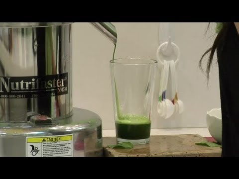 Video How to Juice Spinach Leaves & Stems : Healthy Drink Ideas