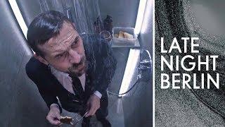 Gedanken unter der Dusche: Klaas löst das Gaffer-Problem | Late Night Berlin | ProSieben