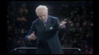 Bach-Stokowski 'Little Fugue' - Bernstein introduces the Maestro