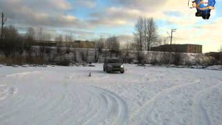 Занос автомобиля на скользкой дороге.
