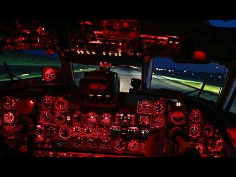 Экипажи ВТА отработали ночную посадку на Ан-26: кадры из кабины