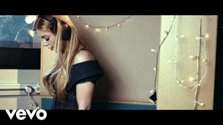 Back And Forth (Acuático) - Becky Hill (Video)