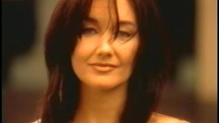 """Lari White & Travis Tritt """"Helping Me Get Over You"""" (Official Video)"""