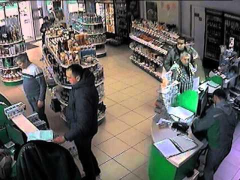 В Тернополі шахрай на автозаправці викрав три тисячі гривень (ВІДЕО з камер спостереження)