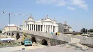 アキーラさん散策②旧ユーゴスラビア・マケドニア・スコピエ・マケドニア広場・Skopje,Macedonia