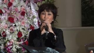 Video: Nghe Tuấn Ngọc và Khánh Hà hát tại tang lễ mẹ của MC Nguyễn Cao Kỳ Duyên