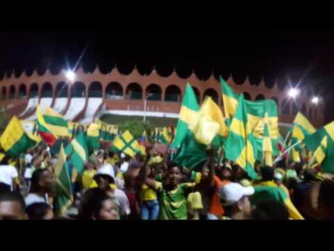 """""""Banderazo (Rebelion auriverde norte 1999)"""" Barra: Rebelión Auriverde Norte • Club: Real Cartagena"""