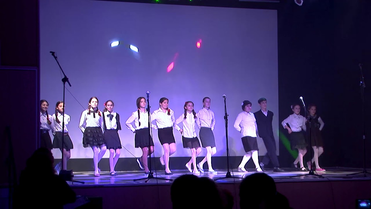Ansamblu de dansuri Scoala Batesti