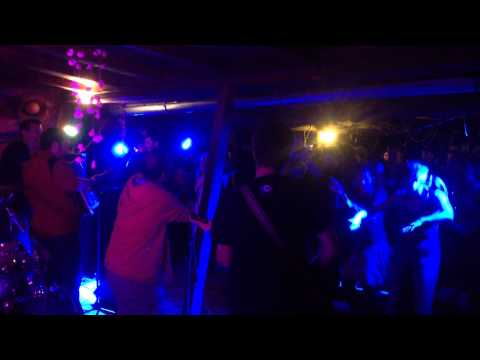 Feher Fekete Kerek - Feher fekete kerek v Baru Nebe 12.10.2014