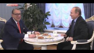 Путин и Хазанов обменялись подарками во время чаепития в Кремле