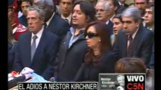 C5N EL ADIOS A NESTOR KIRCHNER  CANTAN EL HIMNO