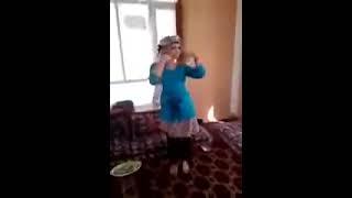 رقص دختری کابلی دختری افغانی بسیار زیبا قشنگ آهنگ ازبکی آهنگ فارسی آهنگ فشتو میکس شدند