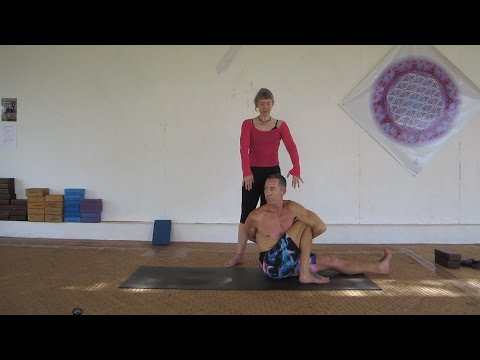 11 navasana kino  yoga poses