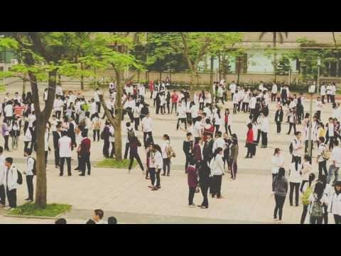 500 học sinh trường Ams 'đóng băng' 2 phút