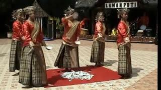preview picture of video 'Tari Pecah Piring - Bukittinggi Sumatera Barat Minangkabau'