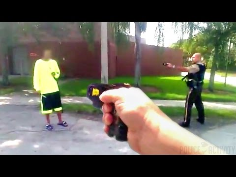 Bodycam Shows Police Successfully Disarm Knife Wielding Man