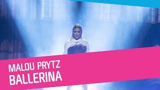 """Startnummer 4 i deltävling 1: Linköping. Artist: Malou Prytz. Bidrag: """"Ballerina"""". Låtskrivare: Thomas G:son, Peter Boström, Jimmy Jansson.  SVT Play: https://www.svtplay.se/melodifestivalen  Facebook: https://www.facebook.com/svtmelodifestivalen Instagram: https://www.instagram.com/melodifestivalen  Twitter: https://twitter.com/svtmelfest  Malou slog igenom när hon skrällde sig direkt till final i Melodifestivalen 2019 med """"I Do Me"""". Hon har följt upp succén med att släppa ny musik och göra spelningar i Sverige, och nu är hon tillbaka för att försöka toppa tolfteplatsen från senast.  Malou Prytz  •Född:2003. •Bosatt:Ryd, Småland. •Uppväxt:Ryd, Småland. •Melodifestivalrutin:Debuten i Melodifestivalen 2019 blev en succé för Malou Prytz. Det talades om att den blott femtonåriga popstjärnan gjorde en """"Carola"""", då hon skrällde sig vidare direkt till final.  Bidrag: """"Ballerina""""  Medverkande •Artist: Malou Prytz. •Dansare: Maria Avatare. • Kör utanför scen: Isa Tengblad och Emelie Fjällström.  Bakom bidraget •Koreografer och nummerkreatörer: Jonna Hökengren, Alice Gernandt, Sacha Jean- Baptiste och Lotta Furebäck.  Rekvisita, effekter och uttryck •Tungrök •Handmikrofon •Fokus på artist och dansaren (som representerar artistens alter ego). • Dansaren gör entré ur artistens kropp via en overlay och förfilmat material som gör att hon kommer ut via ett rökmoln ur artistens rygg. •Förfilmat/overlay går över till den riktig dansaren. •Dansaren speglar artisten i vissa rörelser.  Ljus •Glödande. • Start: spot ovanifrån. • När dansare gör entré: Blinkande spot. • Avslut: spot som i start.  Värdeord • Magisk, förtrollande, mystisk och glödande varm scenbild.  Färg • Varm koppar och guld.  """"Ballerina"""": Låtens text  I was down on the flo-o-orI had to move on There's no turnin' back againThe damage is done When you walked out the do-o-orEverything's gone Now when I'm without youI gotta stay strong Even if I'm down and outBaby there will be no doubtI know that I will find a way When I"""