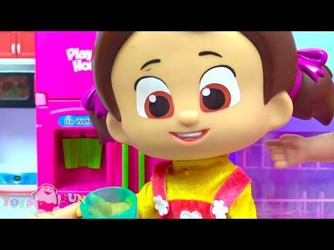 Niloya's Kühlschrank ist kaputt Pepee repariert den Kühlschrank Spielzeug Kühlschrank und Werkzeuge