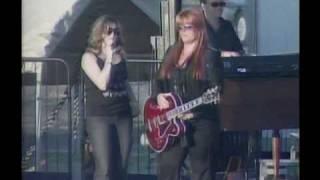 Amanda Blankenship singing with Wynonna