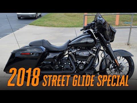 2018 Harley-Davidson® FLHXS - Street Glide Special Vivid Black