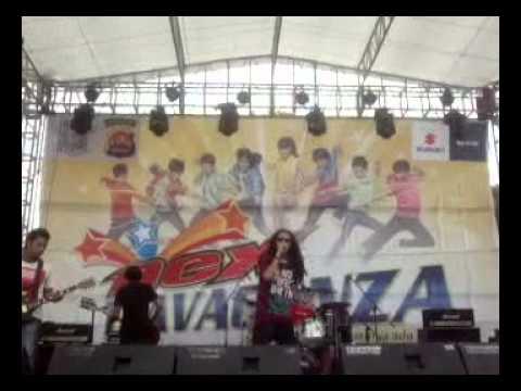 Boys and Root -Get Up (Live Kota Serang)