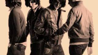Arctic Monkeys - Don't Forget Who's Legs You're On