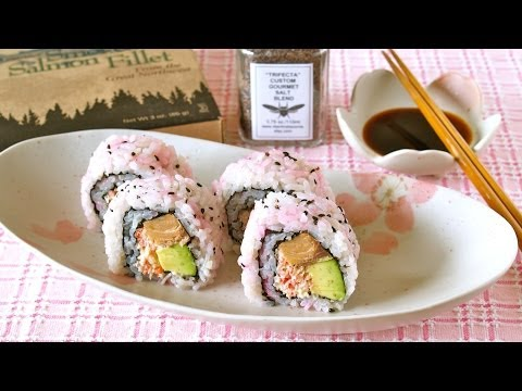 How to Make Pink Smoked Salmon and Avocado Sushi Rolls (Gifts from Tacoma) スモークサーモンアボカド巻き (レシピ)