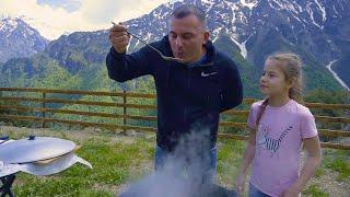 """Как приготовить простой вкусный суп из баранины. Рецепт супа из мяса. Еда для пикника. СУП из БАРАНИНЫ. ВЕГАНАМ не СМОТРЕТЬ. Видео на YouTube. --------------------------------------- КАЗАНЫ и ПЕЧИ ссылка http://shelkoviyput.ru --------------------------------------- Мы в социальных сетях: Инстаграм https://www.instagram.com/georgikavkaz/ В контакте       https://vk.com/id442387150 Ok. https://www.ok.ru/profile/589700787993 facebook https://www.facebook.com/profile.php?id=100025133140893 --------------------------------------- Музыка ссылка:  http://goo.gl/rqs5cS Султан-Ураган и Мурат Тхагалегов """"На дискотеку"""" --------------------------------------- ======================================="""