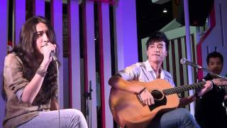 110515 Singular - More (มากกว่า) @Money Expo2011 (Muang Thai Insurance Booth)_by pary