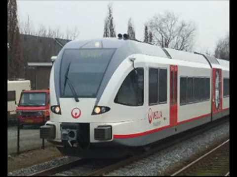 2 GTW tweetjes van Veolia komen aan in Cuijk, stoptrein naar Nijmegen