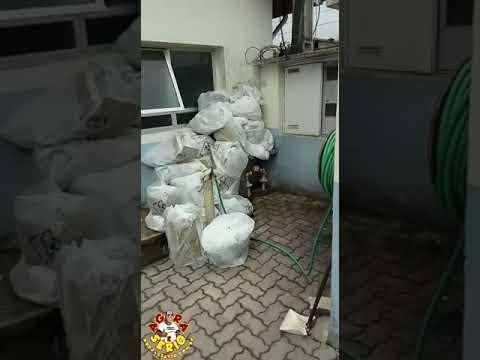 Lixo Hospitalar infectante acumulado a céu aberto no hospital de São Lourenço da Serra