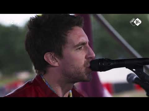 Miles Kane - Too Little Too Late | Live Sessie @ Lowlands 2018