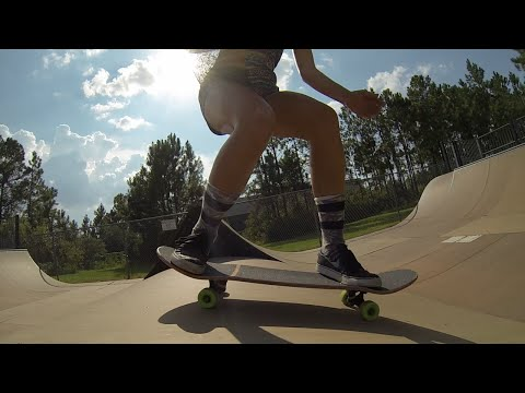 Lauren Canoura || Skateboarding