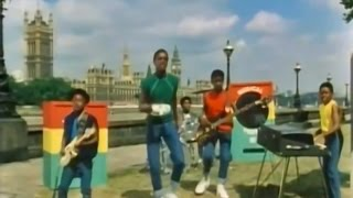 Gambar cover Musical Youth - Pass The Dutchie (Official Video HD)(Audio HD)