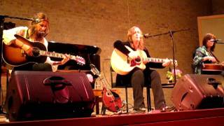 Gretchen Peters, Suzy Bogguss and Matraca Berg - Hold On  ( Oxford, 09/06/2011)