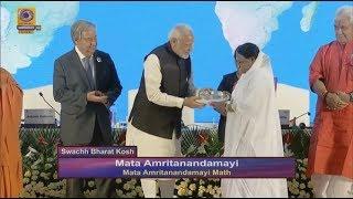 PM Modi honouring MAM for the largest contribution to SwachhaBharat Kosh