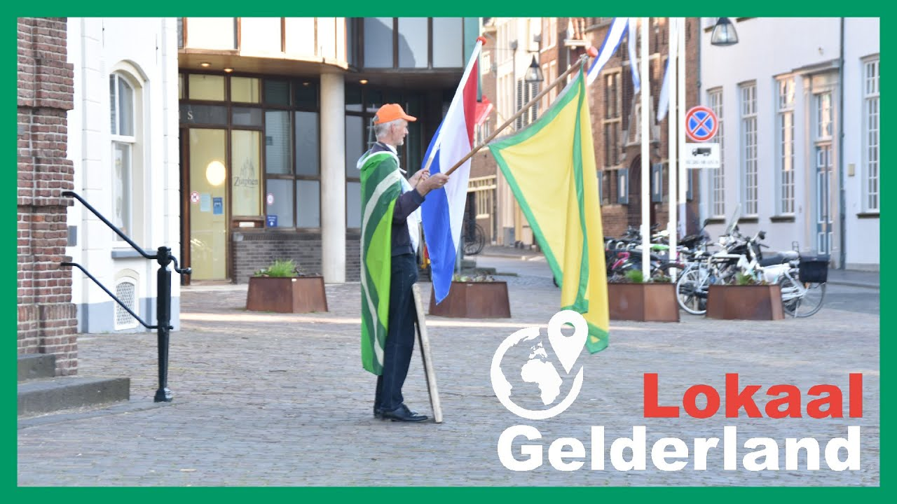 Omtzigt-fan voert actie bij stadhuis Zutphen