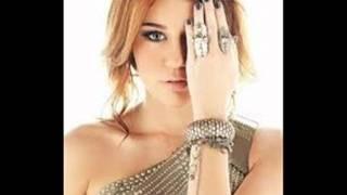 Miley Cyrus Beautiful Looks