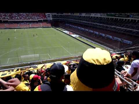 """""""Sur Oscura (sembrando terror) en Casa Blanca"""" Barra: Sur Oscura • Club: Barcelona Sporting Club"""
