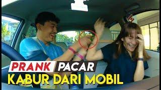 PRANK PACAR : KETAKUTAN SAMPE KELUAR MOBIL HAHA Video thumbnail