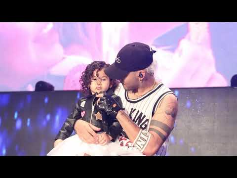 CNCO - Richard brings daughter on stage for Fan Enamorada - Orlando March 2, House of Blues