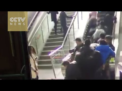 Footage: People thrown to the ground by a reversing escalator