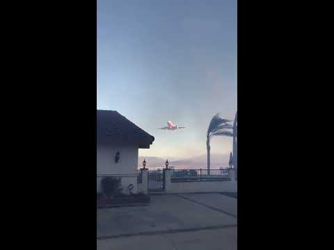 Rare footage - Plane drops fire retardant on home in SoCal fire