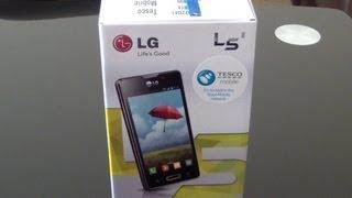 Unboxing the LG L5 2 (LG E460) Smartphone.