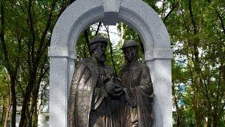 В Хабаровске открыли скульптурную композицию Петра и Февронии Муромских