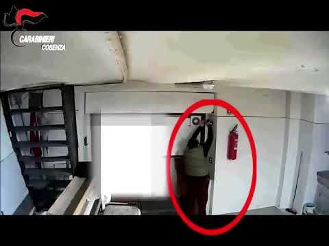 Droga: marijuana nascosta in un forno. Gli arrestati volevano incendiare le auto dei Carabinieri